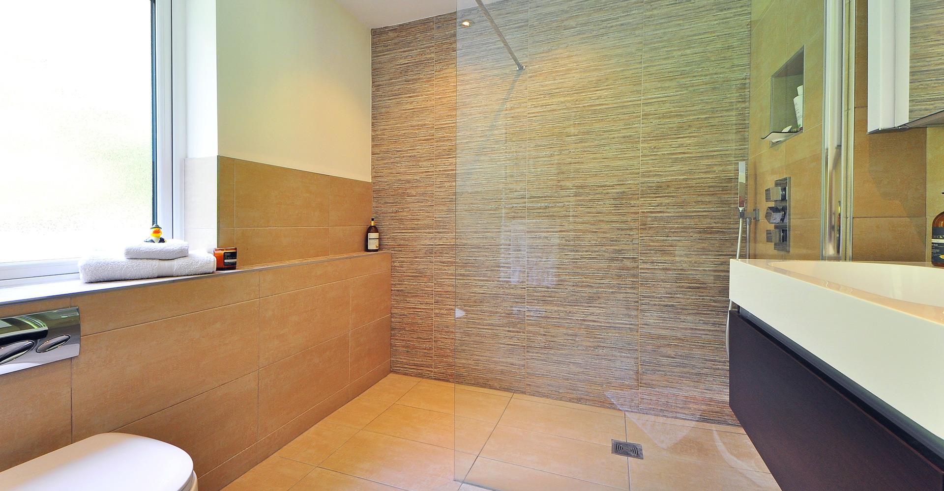 Tegels Badkamer Nunspeet : Badkamer verbouwen tegelzetbedrijf johan franken